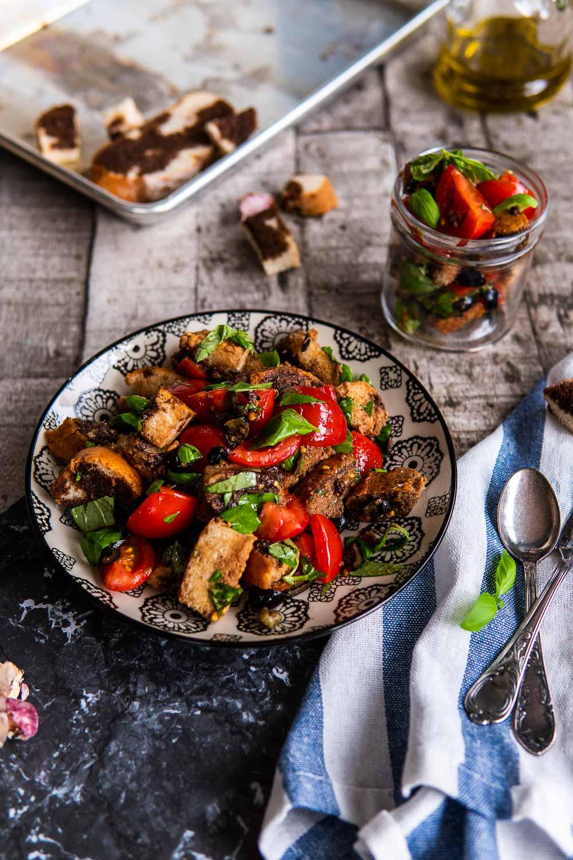 Italienischer Brotsalat www.ofenoffen.de Brot Salat Tomaten