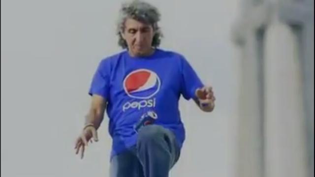 Magico Gonzalez tecnicas con una lata de PEPSI
