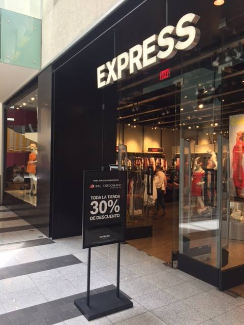 Tienda EXPRESS multiplaza con 30 off