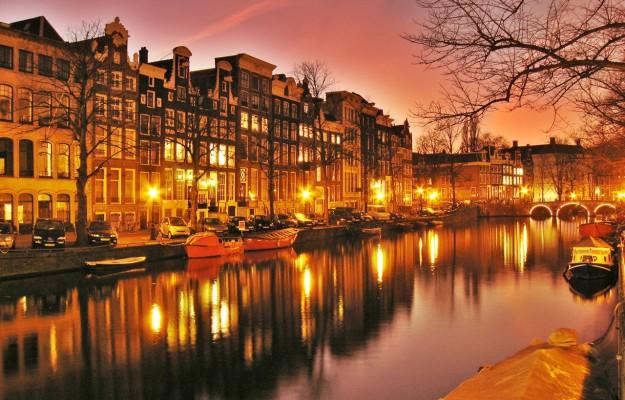 Amsterdam-Netherlands-Night-View-625x400