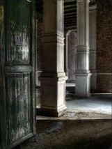 12 - White pillars