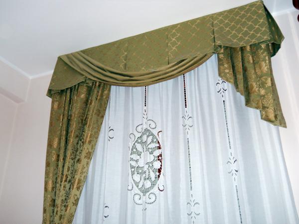Tendaggi classici in seta con festoni e mantovane ornate di passamaneria e ambrasse houles. Modelli Mantovane Per Tende Anche Per Tende Da Sole Offees