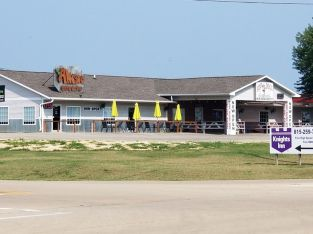 4800 sqft retail building with two units duplex sitting on 5 acres