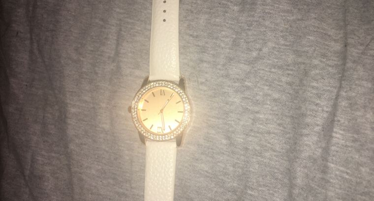 used watch,rose pink and white