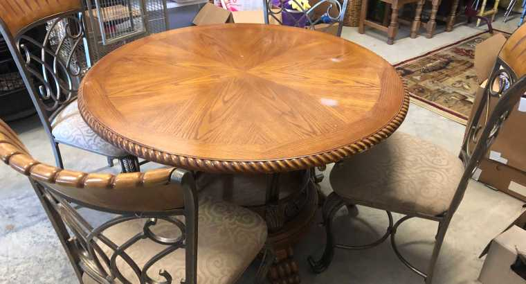 Circle Wooden Table w/4 Chairs