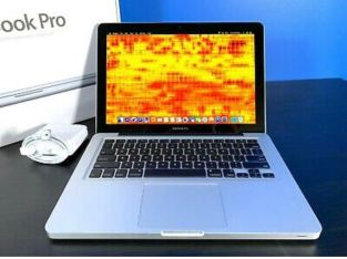 MacBook Pro 13' laptop 500GB