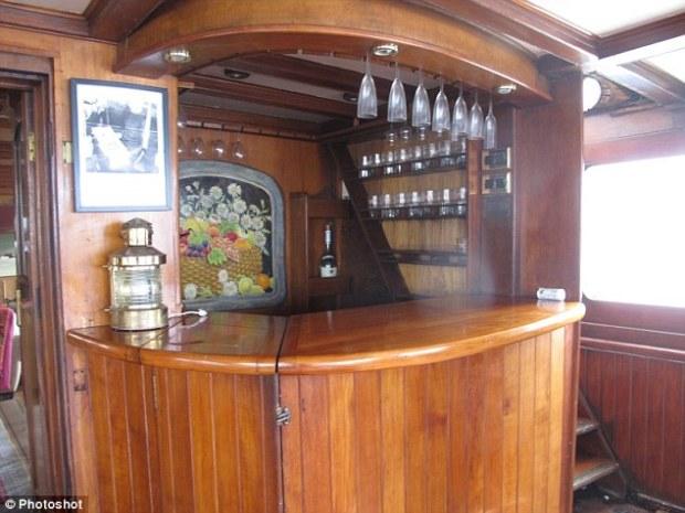 yacht winston churchill bar