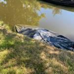 Stalen sloep onder water in Haarlem