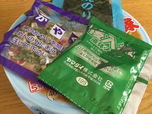 ヤマダイのカップ麺「凄麺 横浜とんこつ家」②