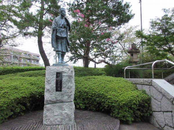草加松原遊歩道にある松尾芭蕉碑