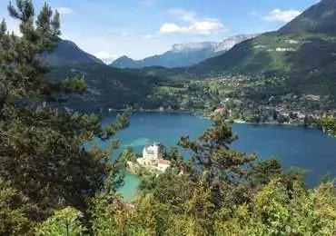 Chateau-de-Duingt-et-lac-d-Annecy-au-dessus-du-Taillefer_format_370x260