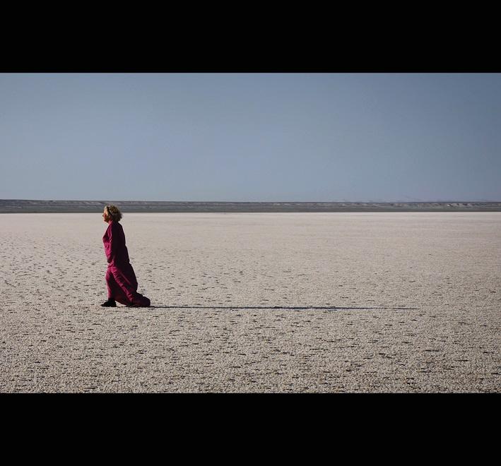 Helen Kirwan, perpetuum mobile, 2019, video still, Barsakelmes salt lake, Karalpakstan, Uzbekistan © Helen Kirwan