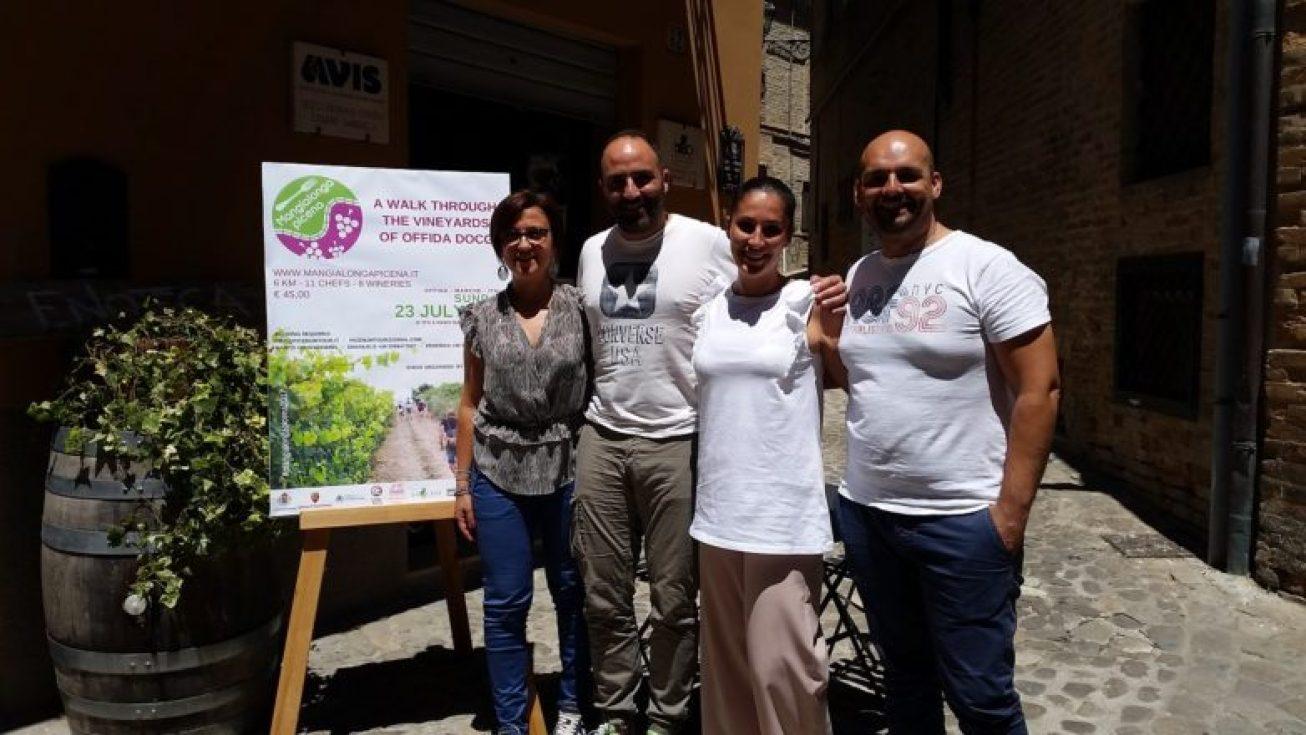 vice sindaco Offida Isabella Bosano a sinistra con organizzatori Picenum Tour.jpg