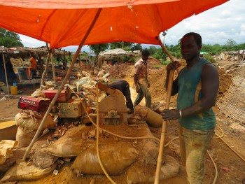 Artisanal gold mining: A mine worker in Kharakhena, Senegal, who uses a machine to crush the ore before the gold can be separated (Photo by Kelly Boyer).