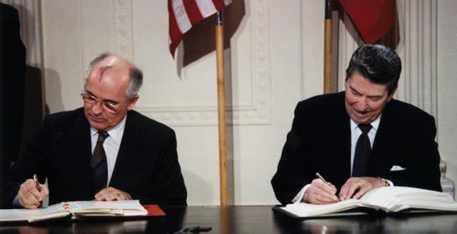 Gorbachev and Reagan signing the INF-Treaty at the White House on December 8, 1987. Source: Wikipedia