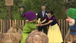 Dopey & Snow White swing the golden pick-axe to officially dedicate the attraction - Orlando Fun and Food