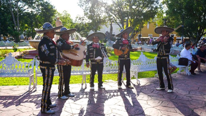 Mariachis playing music in Valladolid's Parque Principal