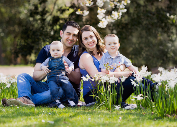 family outdoor photoshoot in spring