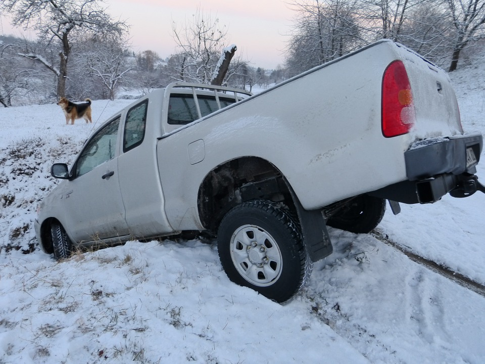 3 Winter Survival Gadgets Everyone Should Have In Their Car