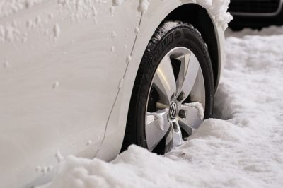 5 Winter Survival Items EVERYONE Should Store In Their Vehicle