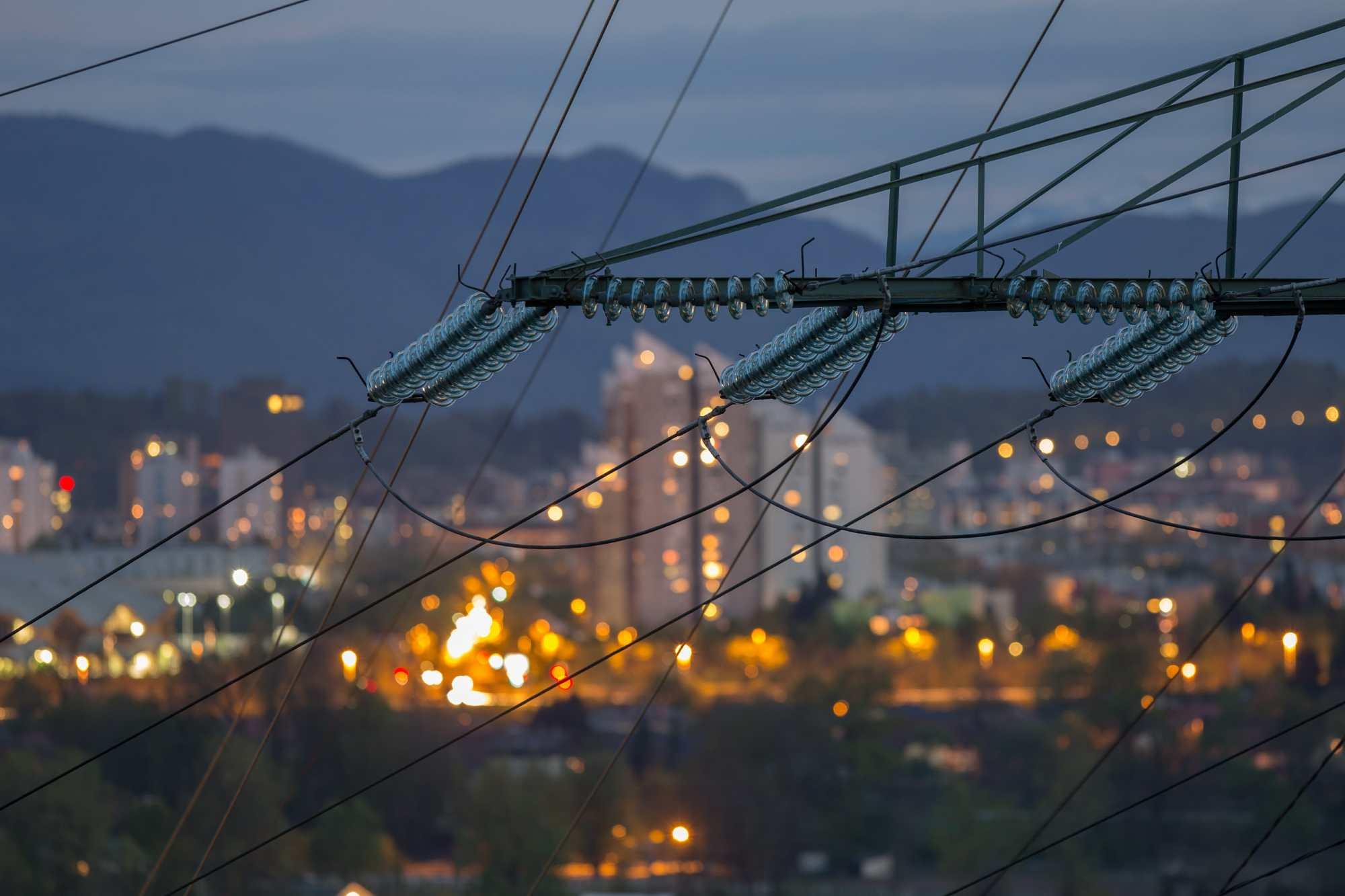 hight resolution of summer electrical demands may still overwhelm the power grid according to industry experts