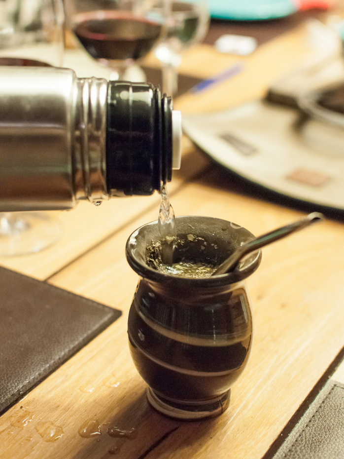 Mate pouring