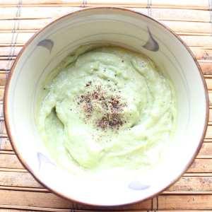 Avocado Caesar Dressing | Healthy homemade salad dressing with avocado, vegan mayo and lemon juice.