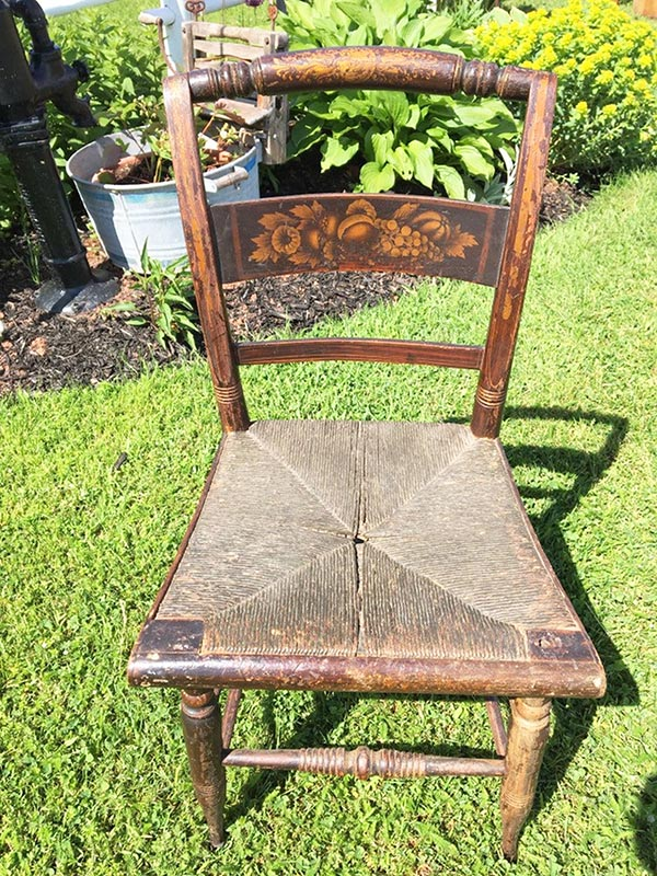 Raise your hand if you love antique home decor. Raised both hands? You've come to the right place! Here's a home tour featuring antique and thrifted finds, plus a list of vintage pieces I found on Etsy - like this antique chair.