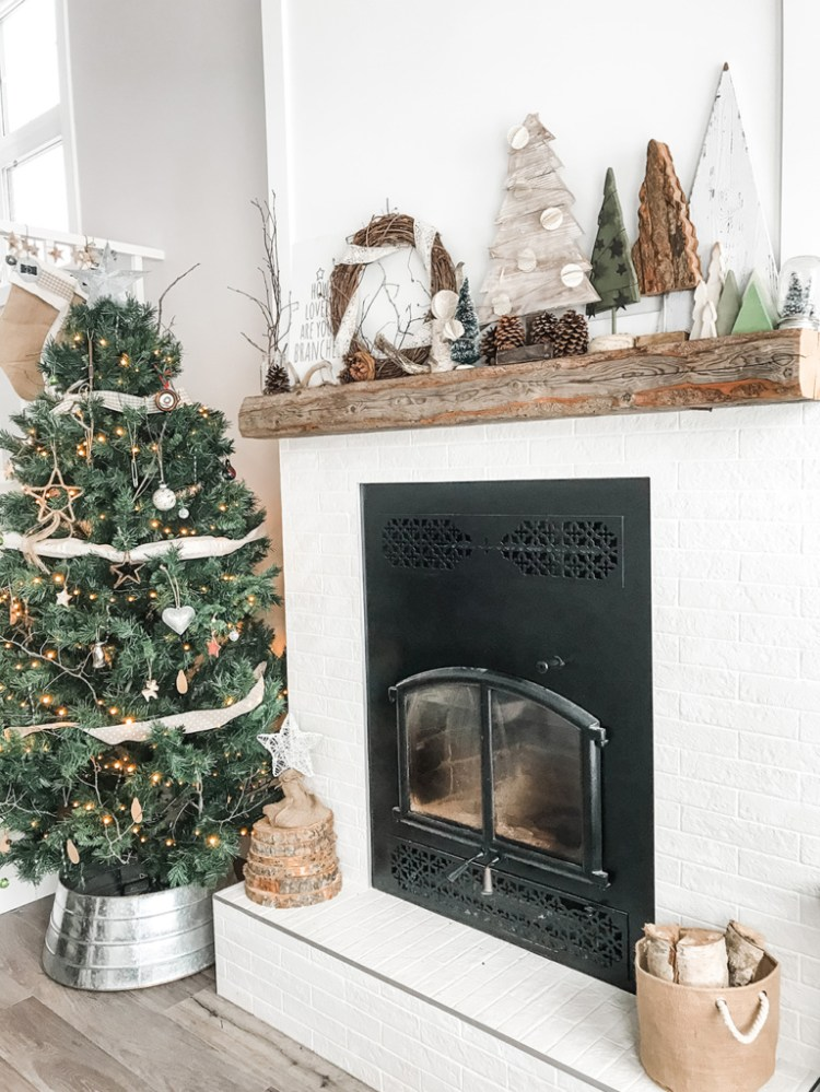 Want to create a lovely, calm space this holiday season? Here are three tips for incorporating simple and sustainable Christmas decor in your living room.
