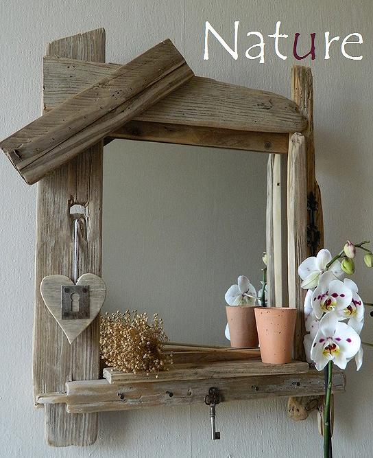 un joli miroir avec des planches de bois flotte style robinson crusoe