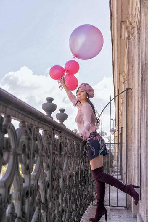 Feminine Fashion Blogger in Paris Hotel with Beautiful View | Ofleatherandlace.com
