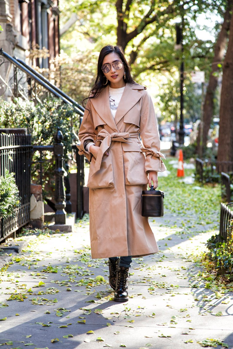 How to Style a Trench Coat for Winter - Oversize Trench Coat with Tie Sleeves | in NYC | Ofleatherandlace.com