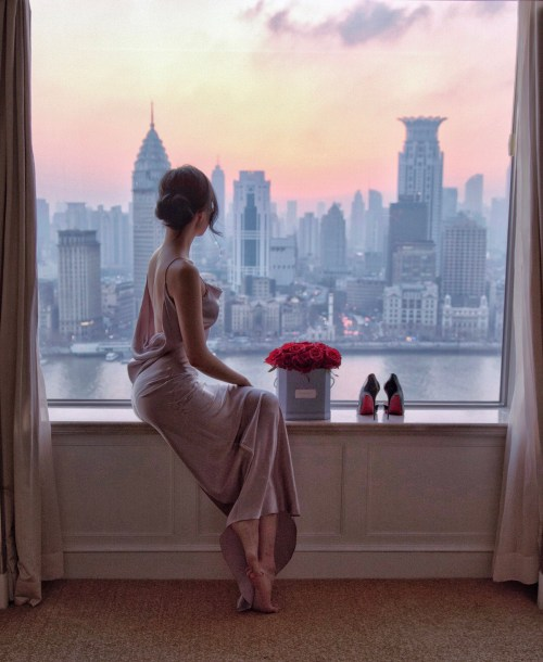 Pudong Shangri-La - Classic Five Star Hotel with the Best River Views   Of Leather and Lace - Fashion & Travel Blog by Tina Lee   hotel review, shanghai hotels, shanghai view, shanghai travel tips, sunset