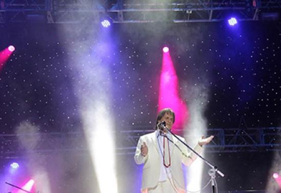 Roberto Carlos faz show no aniversário de Curitiba - AgNews