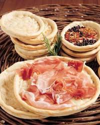 Pane a forma di piatti e ciotole  Cucina