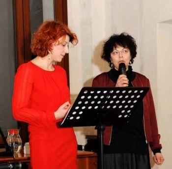 """Marina Buratti (a destra) alla presentazione di """"Paesaggio reale, paesaggio immaginato"""" con Francesca Della Toffola curatrice di Trevignano"""