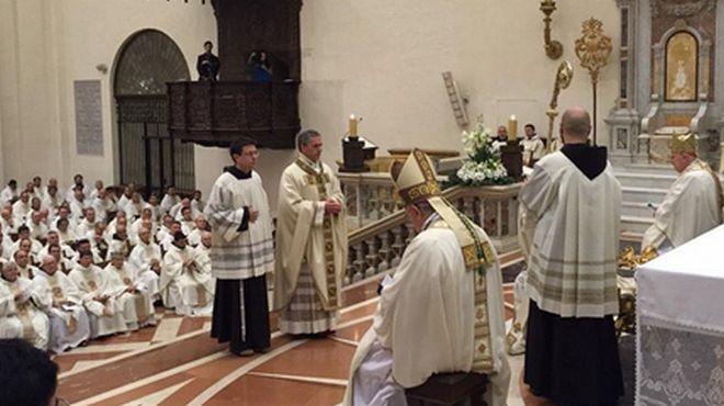 Un immagine della consacrazione a vescovo di Padre Viola