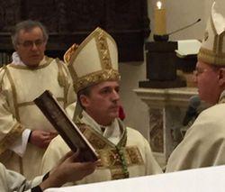 Padre Vittorio Viola mentre viene nominato vescovo