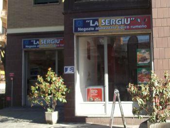 Tortona sempre più rumena, aperto un negozio tipico e arriva il giornale in lingua