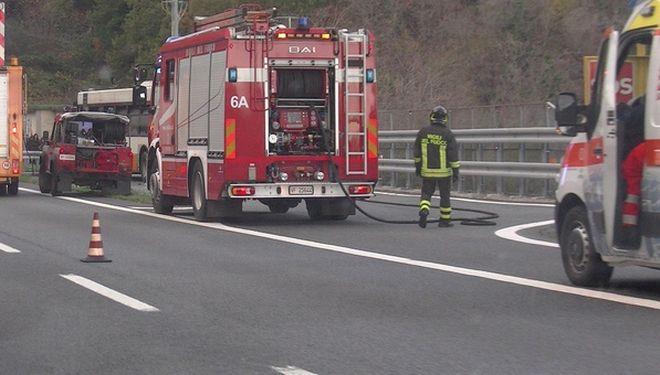 Tamponamento fra due camion alle porte di Tortona, ferito un uomo, traffico in tilt