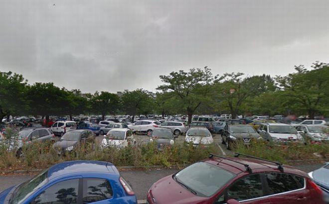 Un'altra immagine del parcheggio di fonte all'ospedale