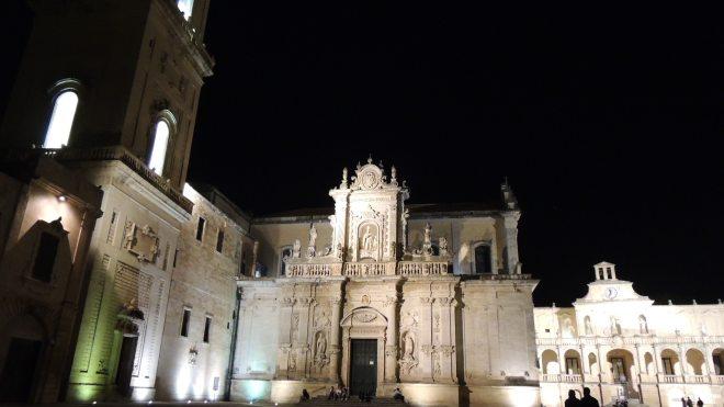 La barocca piazza Duomo