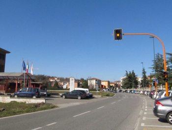 A Casale nuovo semaforo aPozzo Sant'Evasio: da domani in funzione l'alt a chiamata