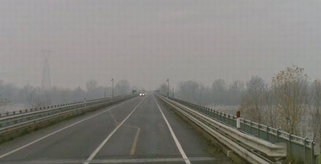 Il ponte sul Po ad Isola Sant'Antonio dove si è suicidato il giovane