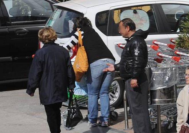 Troppi mendicanti a Tortona: l'accattonaggio è vietato, basta buonismo, facciamo rispettare le leggi