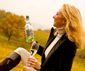 degustazione vino donna - Q