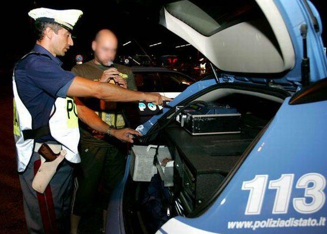 Giovane tortonese guidava ubriaco fradicio con un tasso alcolico 9 volte oltre il limite, fermato dalla Polizia stradale