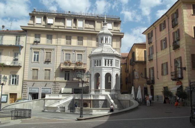 La Bollente di Acqui Terme diventa rossa per ricordare le donne vittime di violenze. Le altre iniziative