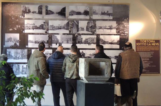 """Oltre 4 mila visitatori alla mostra """"Cartoline dal ventennio"""" finanziata dalla Fondazione"""