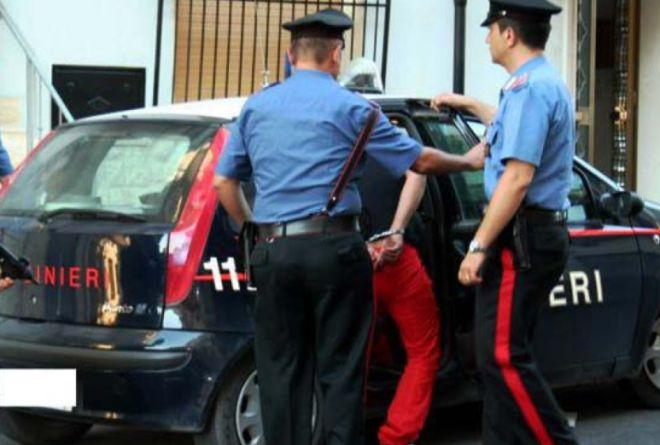 Stradella, tenta di rubare in una concessionaria, arrestato